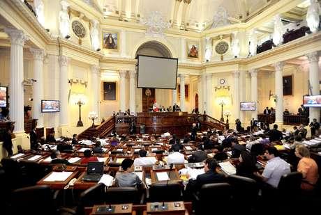 La Mesa Directiva del Congreso, encabezada por su presidente César Zumaeta Flores.