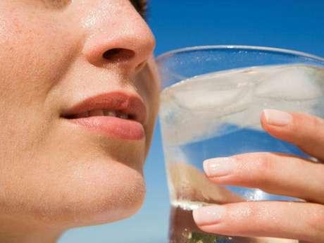 El agua no solo te refresca, sino que es vital para ti.