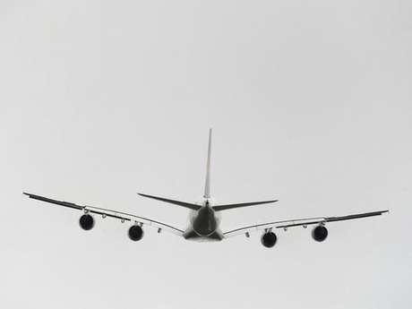 """Un Airbus A380, el avión comercial más grande del mundo, aterrizará hoy viernes en el aeropuerto internacional de Miami (Florida), en el primer vuelo que realiza este """"Superjumbo"""" entre Frankfurt (Alemania) y la ciudad estadounidense, informó la aerolínea alemana Lufthansa."""