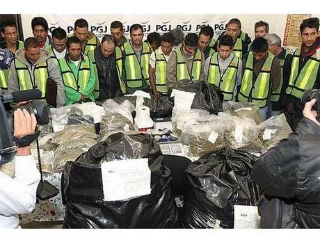 Presenta PGJDF a los 22 detenidos por droga.
