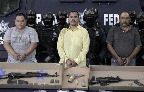 """Autoridades federales detuvieron a Marco Antonio Guzmán, alias """"Brad Pitt"""", un ex policía acusado de dirigir un grupo armado perteneciente al Cártel de Juárez en el norte de México. Fuente: AP"""