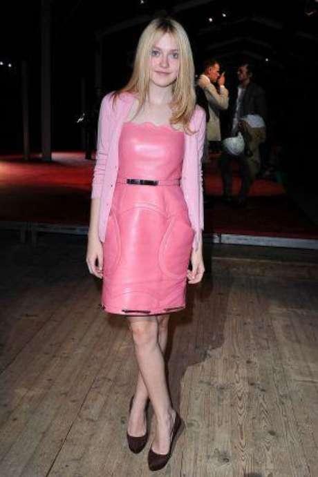 """Las nuevas estrellas de Hollywood han empezado a marcar una tendencia de estilo y a transmitir a través de sus """"looks"""" su personalidad. Lo cierto es que cada una ha dado de que hablar por sus vestuarios, algunas destacadas por su buena elección y otras por sus desaciertos y extravagantes prendas."""