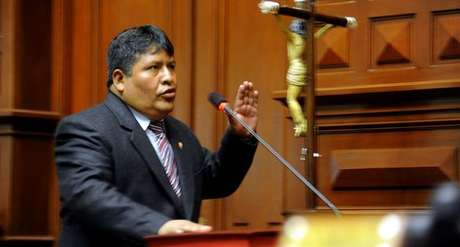 Congresista Emiliano Apaza fue suspendido por mentir en su hoja de vida. (Foto archivo)