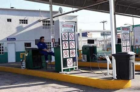 En el verificentro de Jacarandas, en Tlalnepantla, así como en todo el Valle de México, no hay servicio por falta de hologramas.