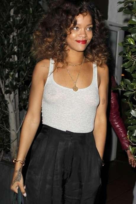 Fotos de rihanna sin ropa interior sorprenden en la web for Rihanna sin ropa interior