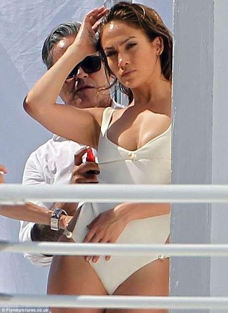 Jennifer López captada por los paparazzi junto a Testino