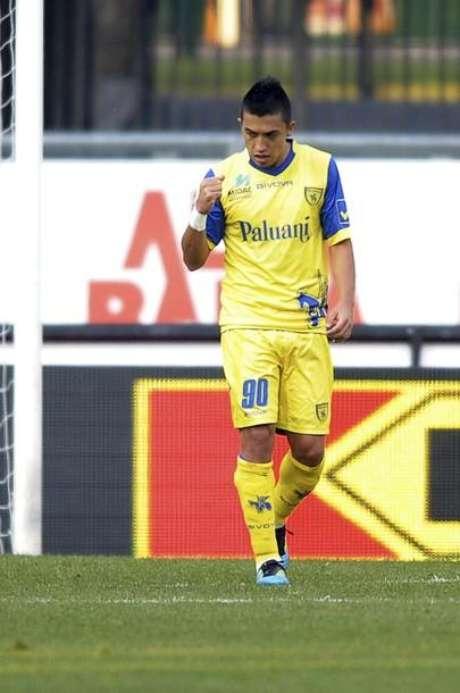 El italiano Chievo decidió no ceder a préstamo al goleador colombiano Fernando Uribe al Atlético Junior, anunció el presidente del conjunto de Barranquilla.