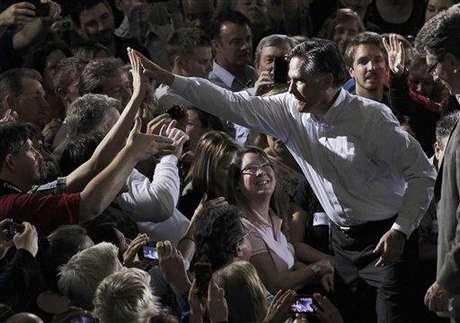 Romney en un encuentro con hispanos antes de las primarias de Florida.
