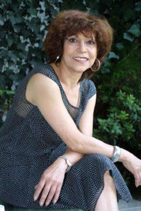 La escritora y periodista Cristina Pacheco recibe el galardón en el Palacio de Bellas Artes.