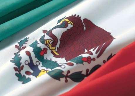 <p>La bandera mexicana, junto con el himno y el escudo nacionales, esuno de los símbolos patrios.</p>