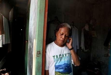 Evie, quien cuidó del presidente Barack Obama cuando era un niño, es uno de los casi 7 millones de transexuales que viven en Indonesia que son blanco de burlas y golpizas debido a su identidad.