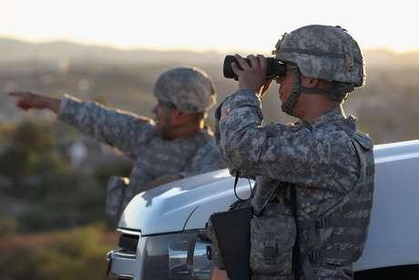 1. Se deben añadir 5,000 patrulleros fronterizos y otros 10,000 agentes deben ser asigandos a otras tareas en la frontera.