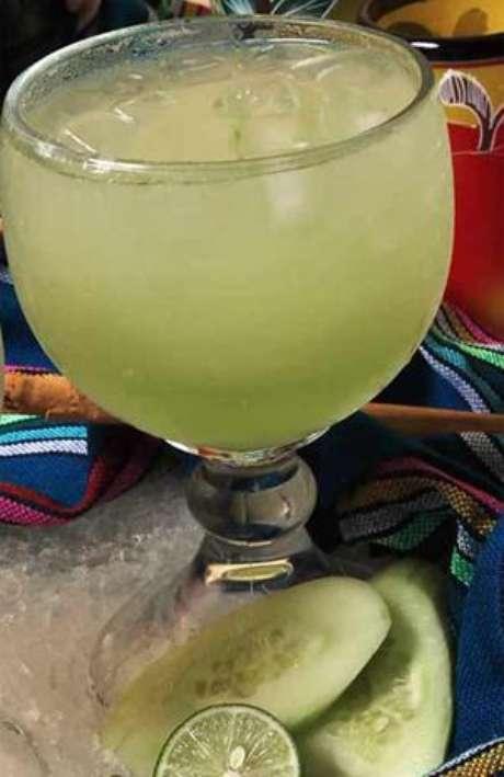 Para curar las ulceras bucales, se recomienda calentar un poco de jugo de limón con azúcar