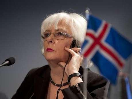 <p>Jóhanna Sigurdardóttir: En 2009 se convirtió en la primera mujer en asumir el cargo de primer ministro de Islandia. Lesbiana declarada, se convirtió en la primera jefa de gobierno reconocida como miembro de la comunidad gay mundial.</p>