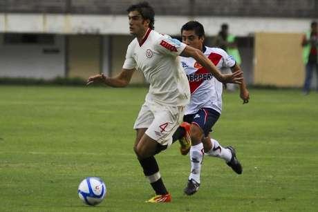 Universitario igualó sin goles ante José Gálvez de Chimbote en el inicio de la cuarta fecha de la Copa Movistar, el duelo se llevó a cabo en el estadio Monumental de Ate que otra vez lució vacio pues aún se juega allí a puerta cerrada