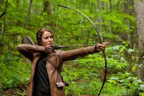 """La actriz Jennifer Lawrence interpreta a Katniss Everdeen en una escena de """"Los juegos del hambre"""" (""""The Hunger Games"""") en una imagen proporcionada por Lionsgate."""