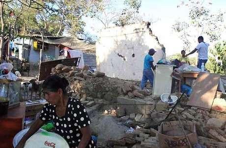 En Ometepec, Guerrero, sufrieron daños varias casas.