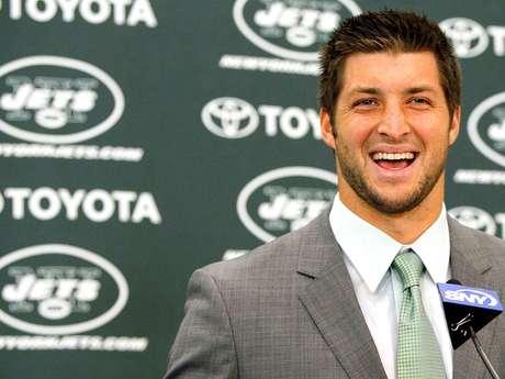 Tim Tebow fue presentado de manera oficial por los Jets de Nueva York