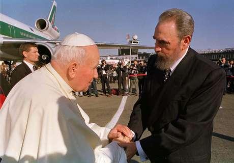 La histórica visita del papa Juan Pablo II a la isla en enero de 1998 marcó el deshielo en las relaciones entre el gobierno comunista y la Iglesia, que ahora es interlocutor privilegiado del régimen.