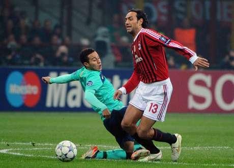 El defensor del Milan, Alessandro Nesta, a sus 36 años sigue vigente en el club a pesar de decidir retirarse de la selección italiana tras el Mundial de Alemania en 2006 argumentando que su físico solo le daba para estar en el Milan.