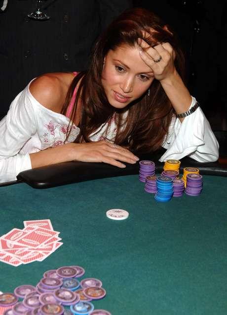 """La famosa """"Nadia"""" de la cinta se encuentra alejada de las cámaras porque se dedicó a otro rubro completamente distinto: poker profesional. Claro que igual protagonizó una polémica al ser acusada de realizar partidas privadas en su mansión y aprovecharse de sus invitados para aumentar los ceros en su cuenta corriente."""