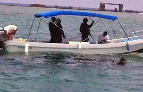 Mientras Quadri estaba en el agua, en la lancha lo acompañaron tres policías federales.