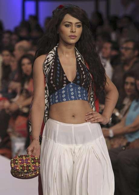 Arranca la semana de la moda de pakist n con sensuales dise os for Colores sensuales