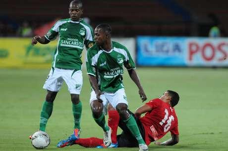 Deportivo Cali derrotó 1-0 a DIM en el Atanasio Girardot y Julio Comesaña le ganó el duelo a Hernán Darío Gómez.
