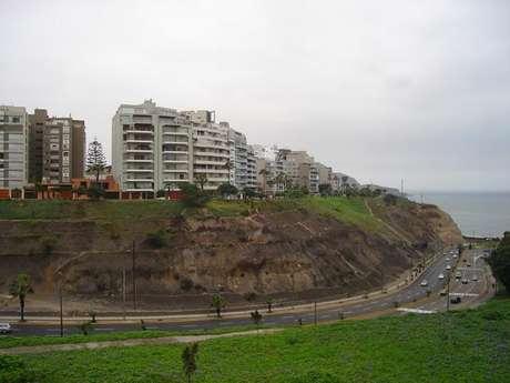 Pese a que estos edificios en el malecón de Miraflores están bien construidos, no quiere decir que el suelo en que el que residen no sea peligroso.