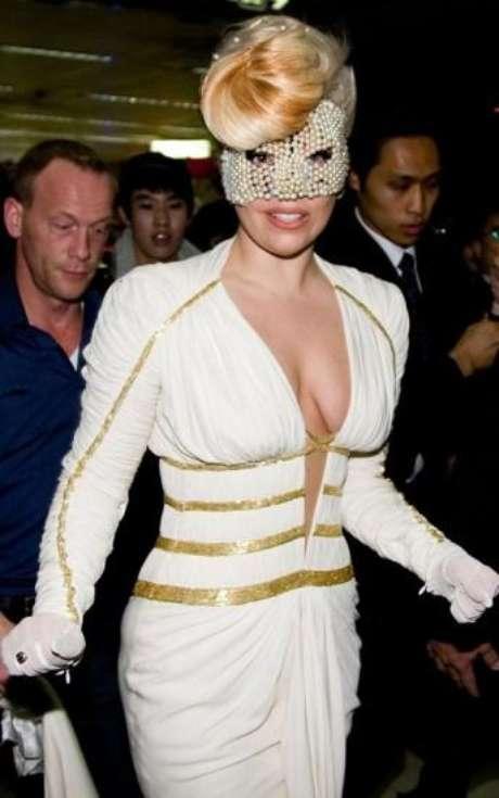 Lady Gaga llegó a Corea con una máscara de perlas
