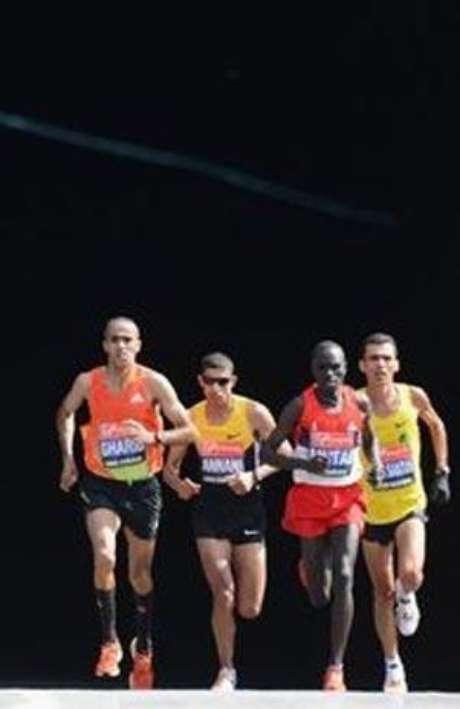 Se piensa que si un individuo es joven y está sano puede entrenar y prepararse para correr una carrera de 42 kilómetros.
