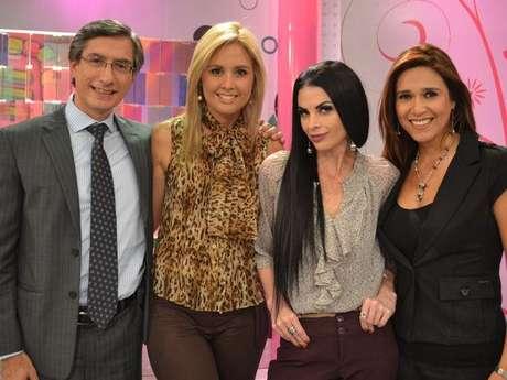 Jessica Tapia y sus compañeros de América TV, Federico Salazar, Verónica Linares y Fiorella Rodríguez.