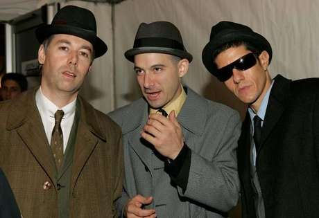 "Los Beastie Boys (de izquierda a derecha): Adam ""MCA"" Yauch, Mike Diamond y Adam ""Ad-Rock"" Horovitz, en la gala de los MTV Europe Music Awards 2004."