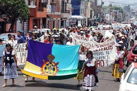 Paristas tomaron ayer la Universidad Michoacana en demanda de la liberación de 10 de sus compañeros y cerca de medianoche levantaron su protesta.