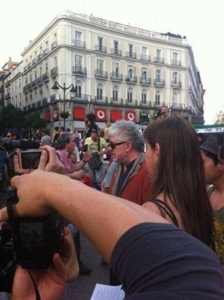 Almodóvar en la Puerta del Sol (Twitter)
