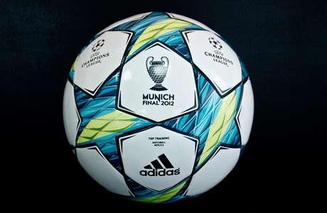 Este es el balón que puede ser suyo, también tenemos para usted la camiseta del Bayern Múnich y la del Chelsea FC