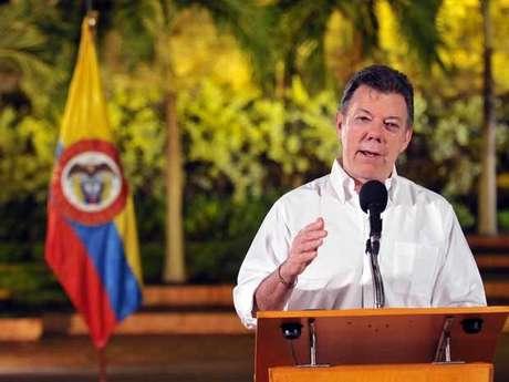 La llegada del presidente Juan Manuel Santos a Toribío se produjo cuando aún prosigue una gran operación contra posiciones de las Farc que llevan a cabo helicópteros militares, con bombardeos incluidos.