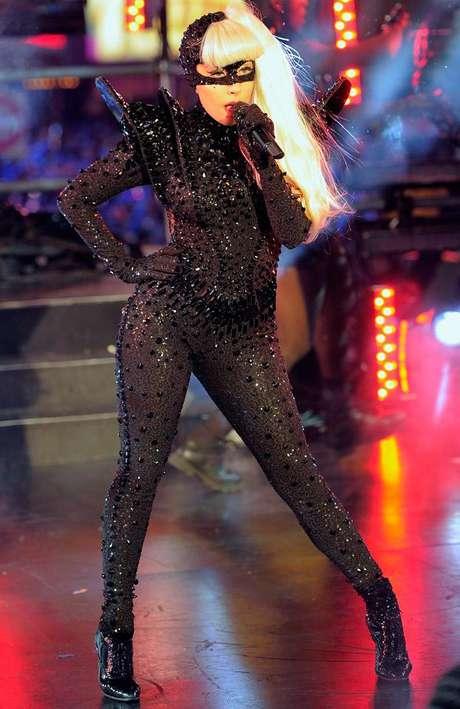 Lady Gaga ha recibido varias críticas en Asia por sus polémicos espectáculo en vivo.