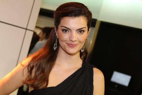 A atriz Mayana Neiva esteve presente na inauguração da loja Fórum Tufi Duek em Ipanema, Rio de Janeiro