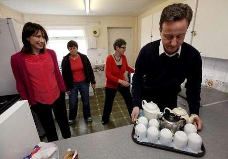 David Cameron y su mujer vivieron un mal momento al olvidarse a su hija en un pub.