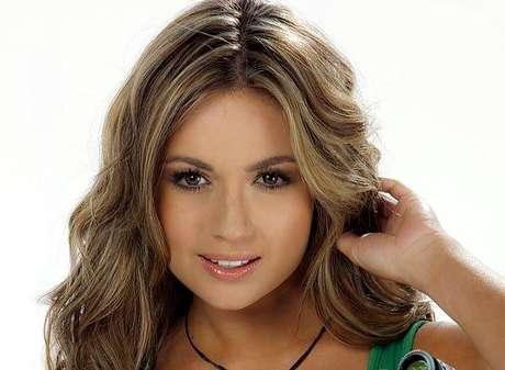 Sara Uribe:  Tiene 21 años es comunicadora social, ha participado como extra en algunas películas y su contacto con algunos actores ha incrementado su pasión por el arte dramático. Su talento conquistó al jurado con una original audición que criticó la forma en que es vista la mujer bella en la televisión.