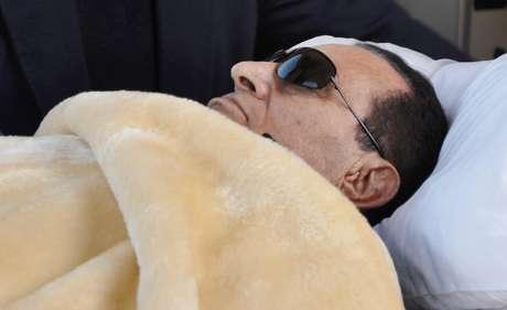 Desde su ingreso en la prisión, la salud de Mubarak comenzó a deteriorarse, y durante sus 17 días en Tora ha tenido que ser atendido de emergencia en varias ocasiones por recaídas.