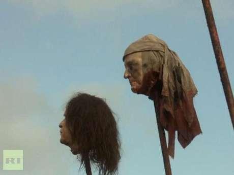 """Escena de """"Game of Thrones"""" donde la cabeza que se ve a la izquierda es muy parecida a la del expresidente George W. Bush."""