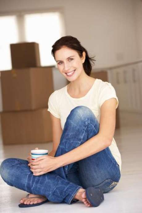 Comprar o primeiro apartamento é uma conquista. Mas como decorá-lo? A designer Rosangela Pimenta, da Estilo Próprio, considera primordial que os móveis sejam proporcionais ao ambiente