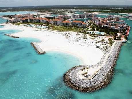 Principal destino turístico da República Dominicana, onde o Caribe e o Atlântico se encontram, Punta Cana é um paraíso protegido por uma barreira de coral que mantém suas águas cálidas e tranquilas
