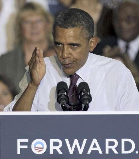 El presidente Barack Obama pronuncia un discurso durante un acto de campaña con simpatizantes en el Colegio de la Comunidad Hillsborough en Tampa, Florida, el viernes 22 de junio de 2012. Tanto Obama como su contricante republicano Mitt Romney cortejan el voto de los indecidos.