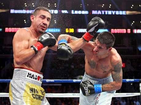 El mexicano Humberto Soto fue derrotado por el argentino Lucas Matthysse en cinco rounds