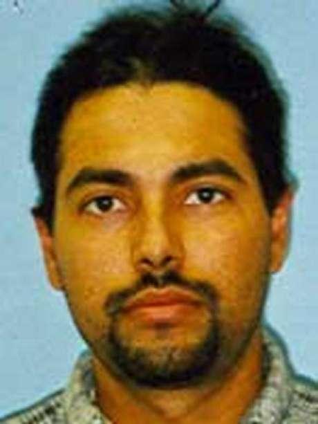 José Gustavo Badillo está acusado de abusar sexualmente de una menor de edad durante varios años. Además de hacerla partícipe en actividades sexuales ilícitas. EL FBI está ofreciendo cerca de $10000 dólares por información que ayude a su arresto.
