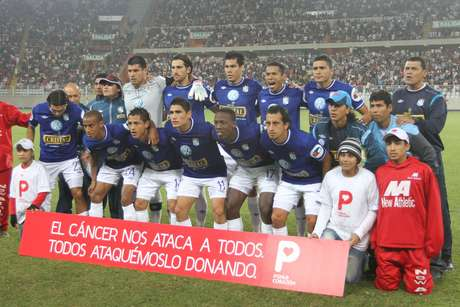 Con autogol de Saco-Vértiz y gol de Junior Ross, los dirigidos por Roberto Mosquera derrotaron 2-0 a los cremas en el Estadio Nacional.