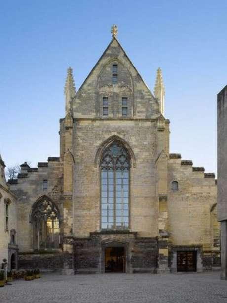Construida para ser una iglesia, el estudio de arquitectura Merkx + Girod readaptó el espacio para convertirla en una librería. Es la Librería Selexyz, ubicada en la ciudad de Maastricht, en Limburgo.